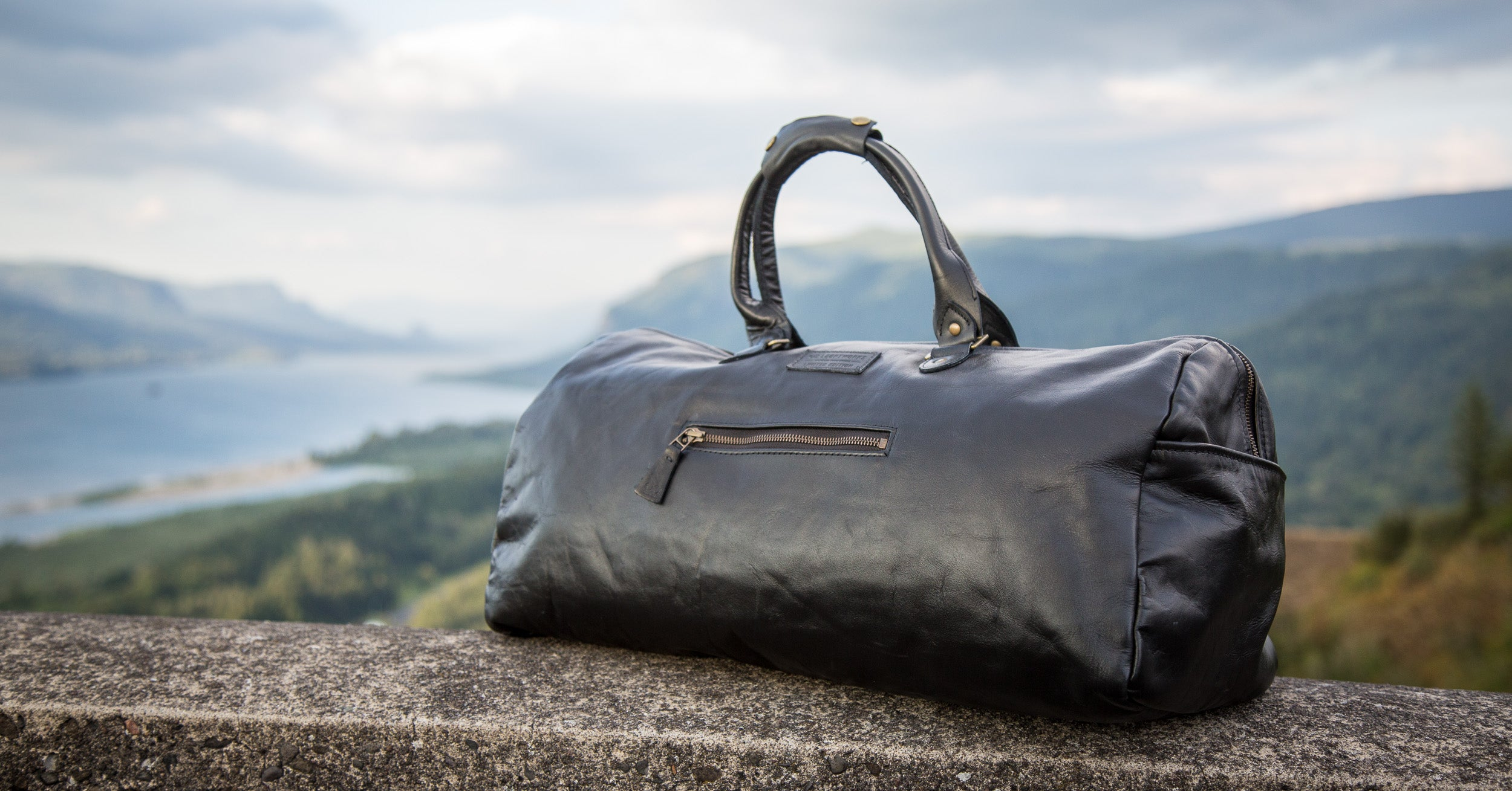Loopt Classics Black Leather eco-friendly duffle bag
