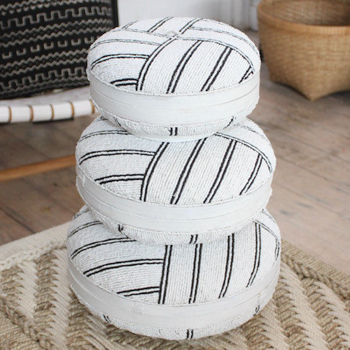 Round beaded boxes - white/black