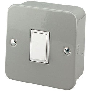 Metal Clad - 13A single switch socket