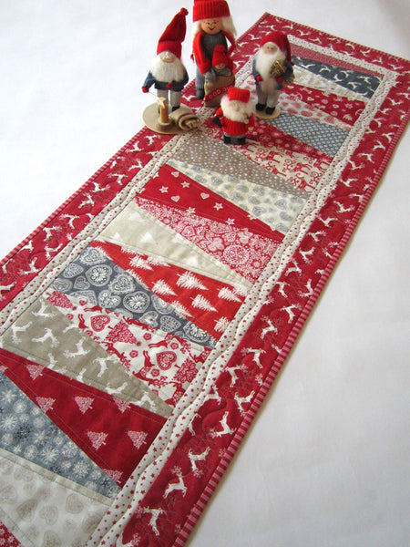 Christmas Table Runner Quilt.Christmas Table Runner With Scandinavian Accent Patchwork