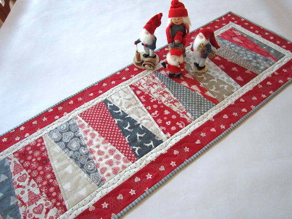 Christmas Table Runners To Sew.Christmas Table Runner With Scandinavian Accent Patchwork