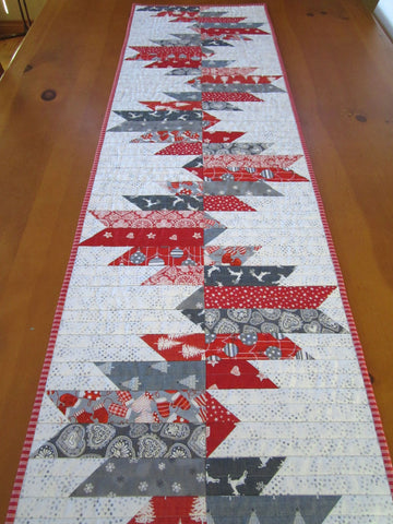 Table Runner Christmas in Gray and Red