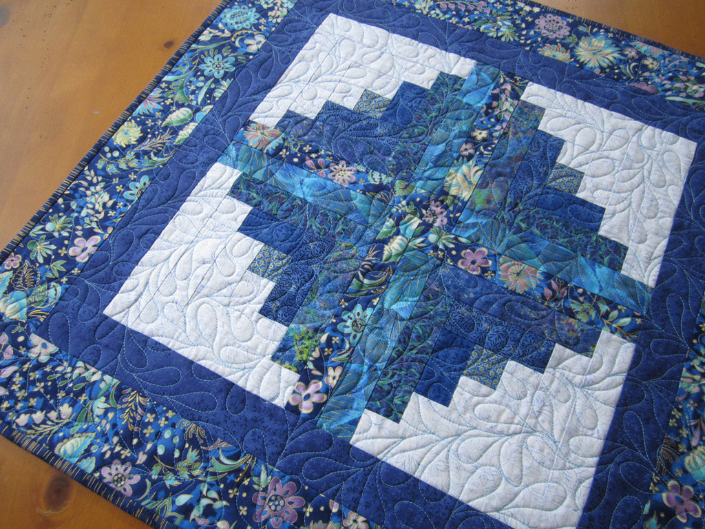Blue table topper using log cabin block patchwork mountain for Log cabin blue mountains