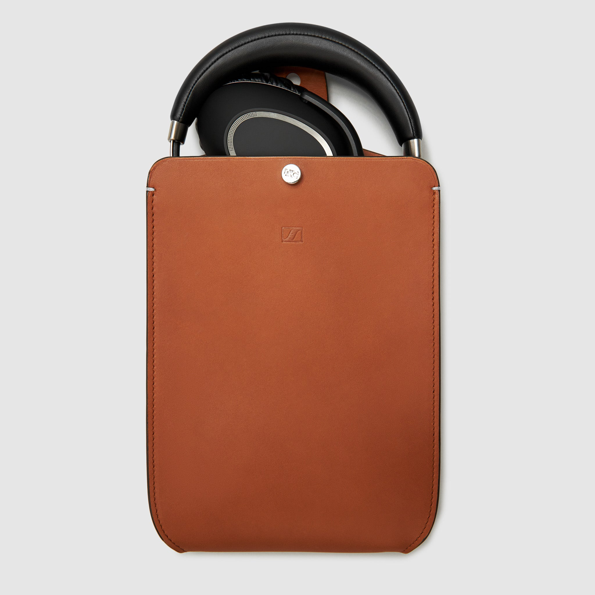 HEADPHONE CASE x SENNHEISER COLLABORATION CASES ANSON CALDER Cognac *hover _all