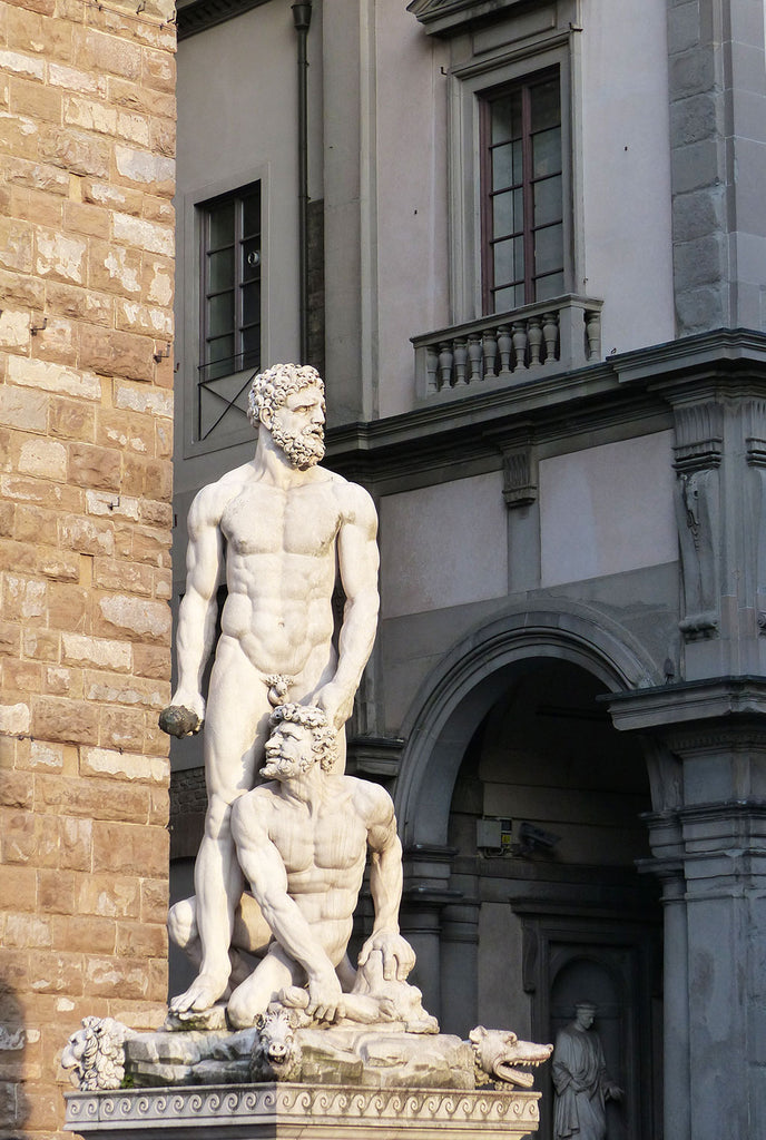statue outside the Ufizzi