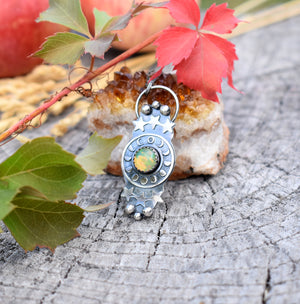Opal and the Moon-Pendant #2