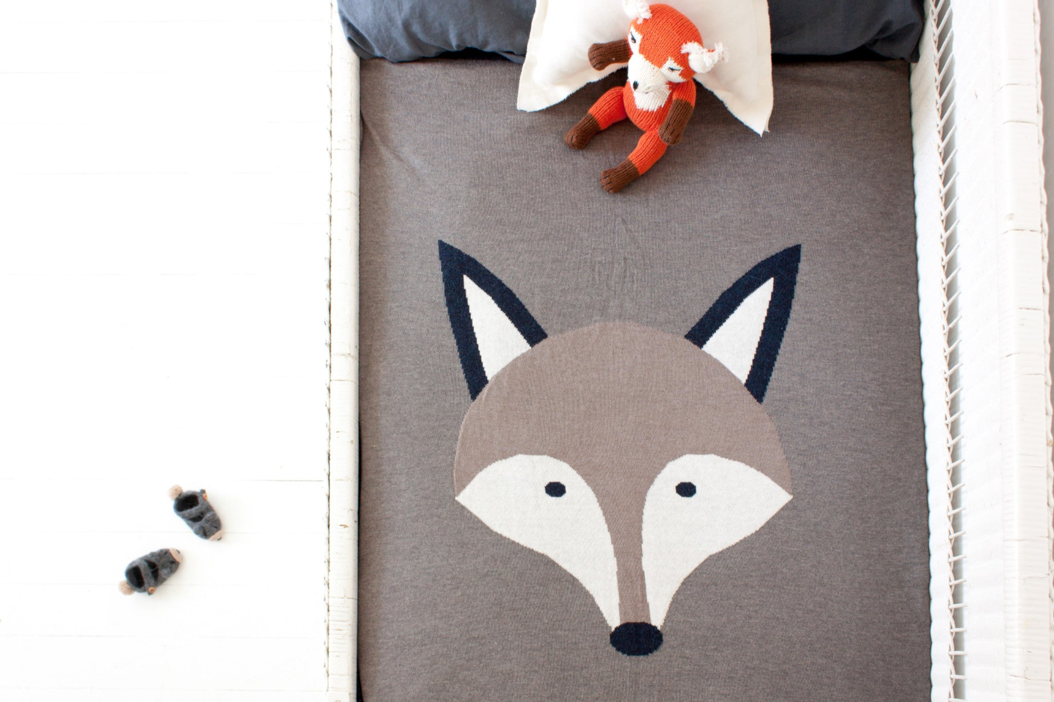 CLEARANCE: Knitted Blanket (Reversible Fox)