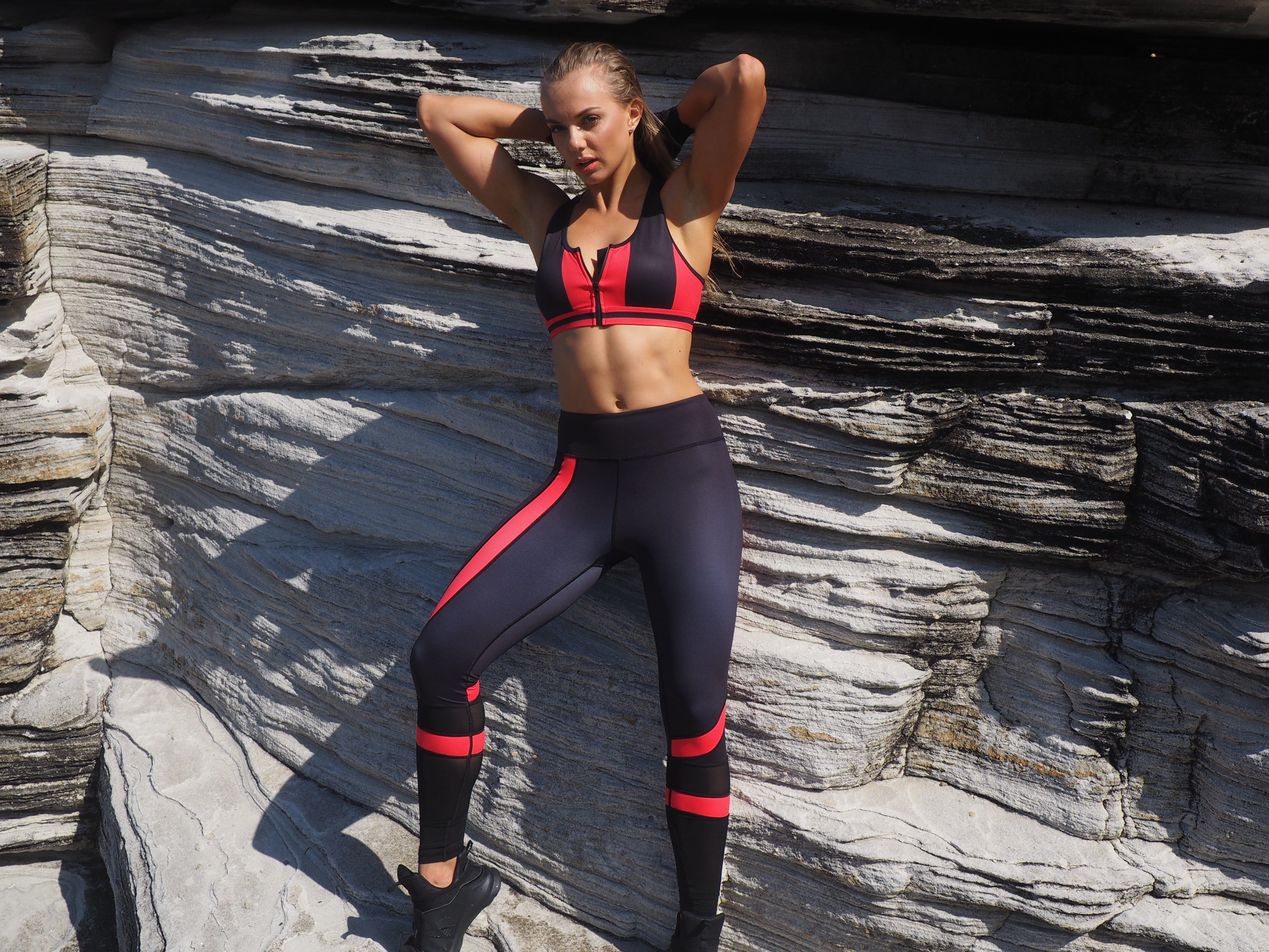 PEAK PRO LEGGINGS // BLACK - RED