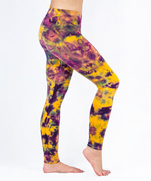 Woman wearing a pair of cotton tie dye leggings by Akasha Sun.