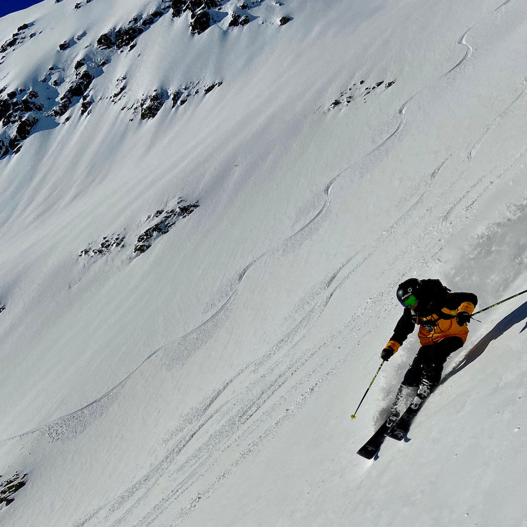 Whitedot skis rider Simon Cookie