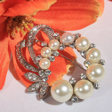 Embellished Pearl and Crystal Rhinestone Wreath Brooch Pendant, Wedding Brooch, Bridal Jewelry, Vintage, Elegant, Classic Vintage Bride