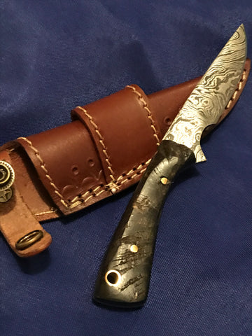 RAM HORN HANDLE DAMASCUS SKINNING KNIFE