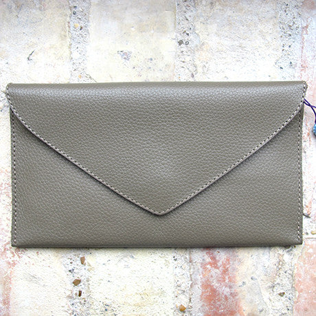 The Ella clutch: Trendy Taupe -