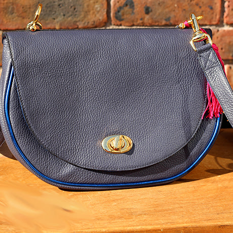 Le Bedford: Dark Blue, Gold & Chic