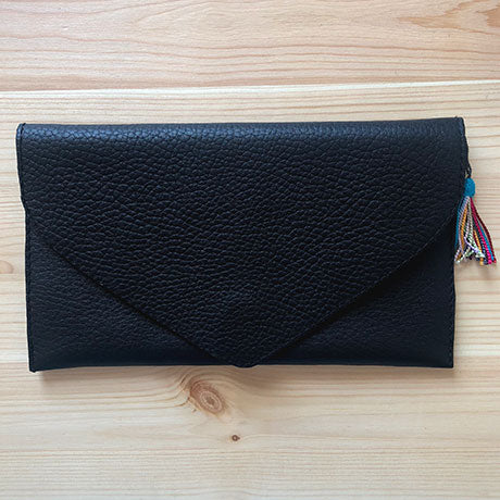 The Ella clutch: Simply Black