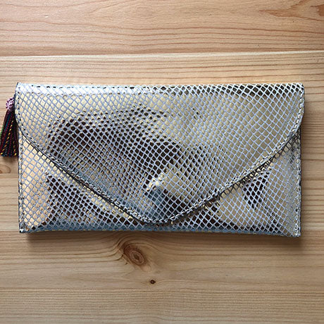 The Ella clutch: Silver Boom