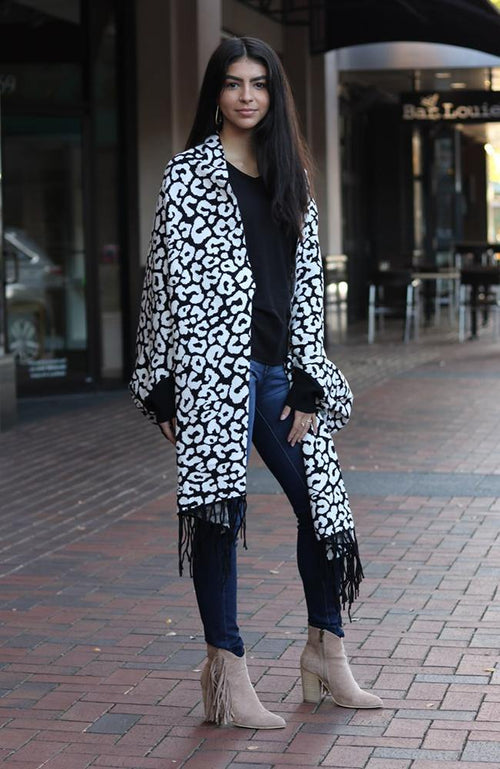 Black and White Print Sleeved Shawl