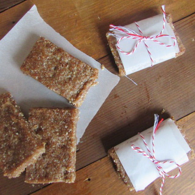 MEATLESS MONDAY: How To Make Your Own No-Bake Pecan Pie Bars