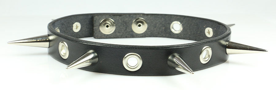 "3/4"" Wide Choker with Eyelets and 1"" Cone Spikes"