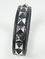 Pyramid stud bracelet, single row