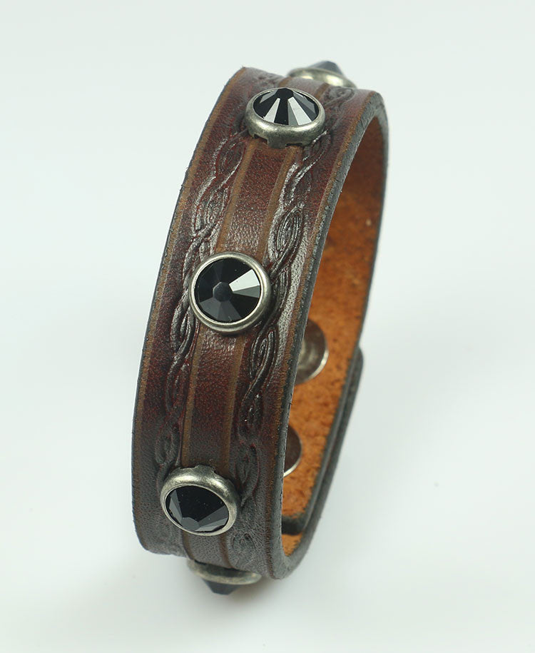 Brown embossed bracelet with crystals