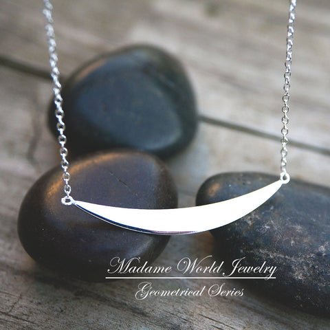 Plain Curved Bar Necklace