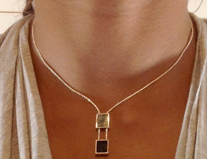Two-cube necklace