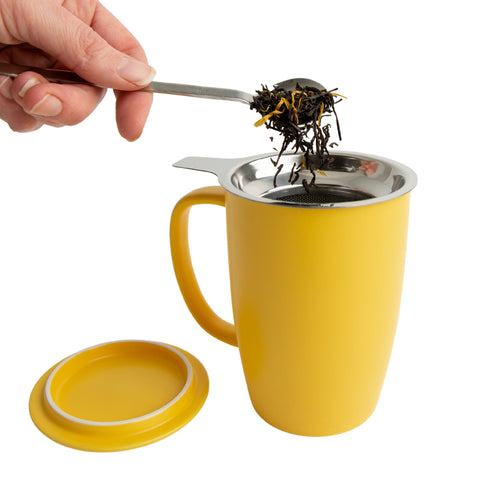 Porcelain brew-in mug with stainless steel infuser