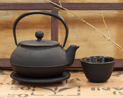Photo of tetsubin teapot.