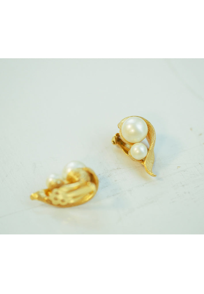 Vintage Faux Pearl Tear Drop Leaf Earrings