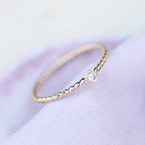simple diamond gold ring