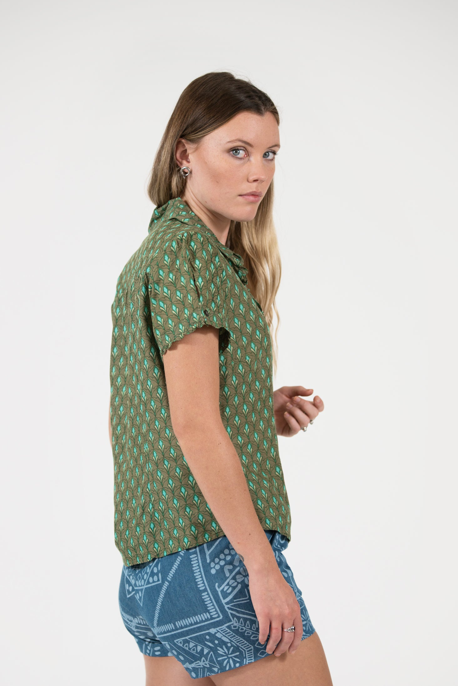 printed olive Bounty shirt sleeve shirt with frills