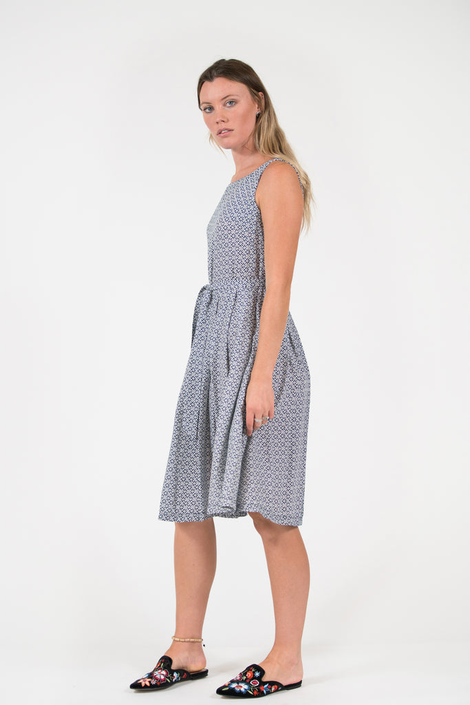 Isabella fit and flare dress Blue/White circle print pleated skirt