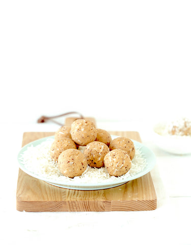 Fit Mixes: Vanilla + Coconut Protein Ball Mix.
