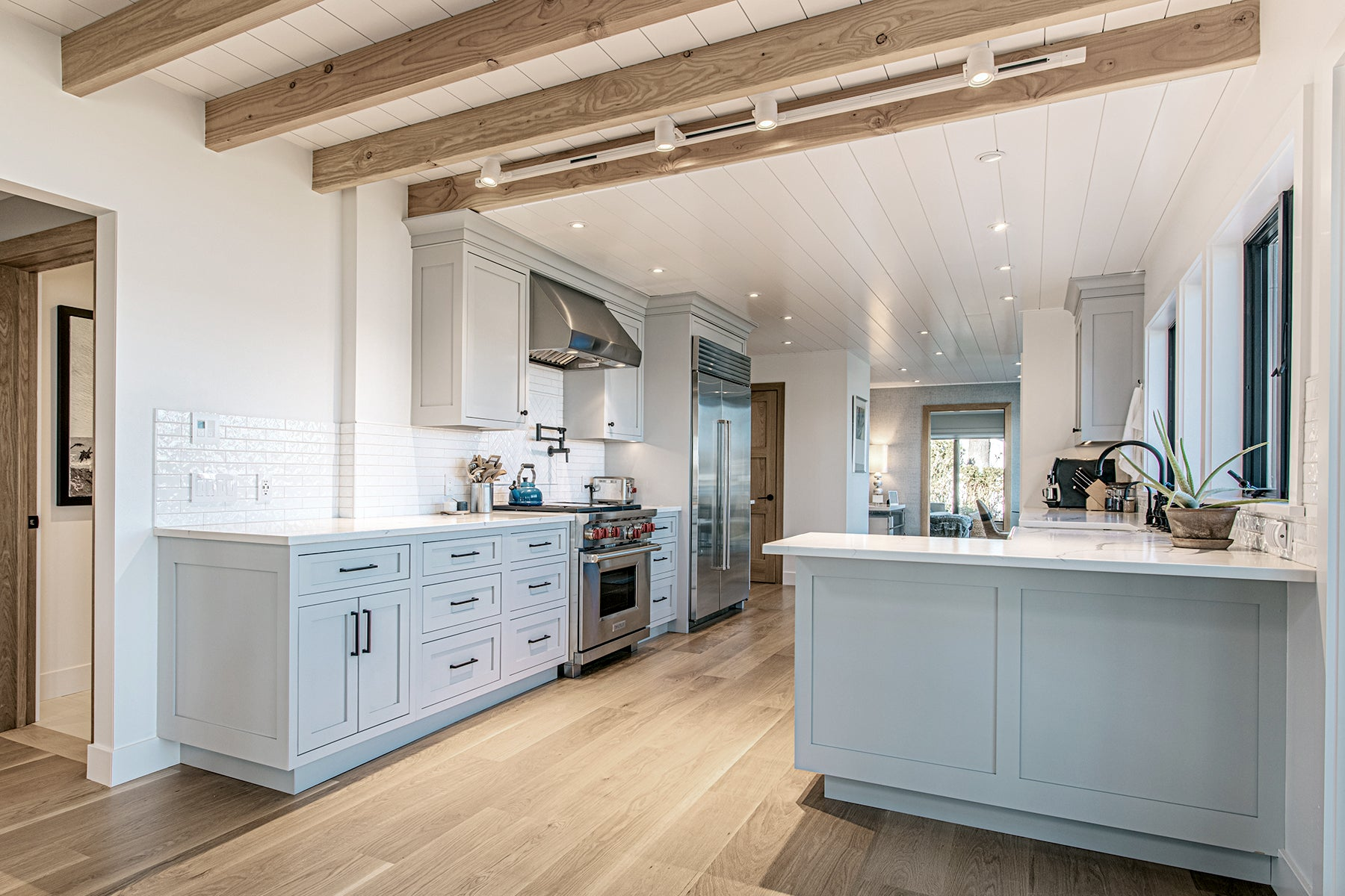 Ocean Blu Designs - Kitchen - Modern Coastal and Transitional Designs for New York, Long Island, Connecticut, Hamptons, and Florida. Interior Designers