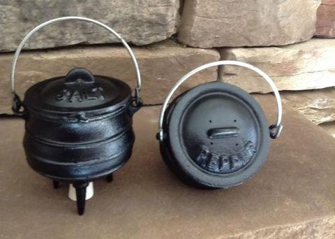 Kitchen Iron - Salt And Pepper Shakers Cast Iron Mini Cauldrons