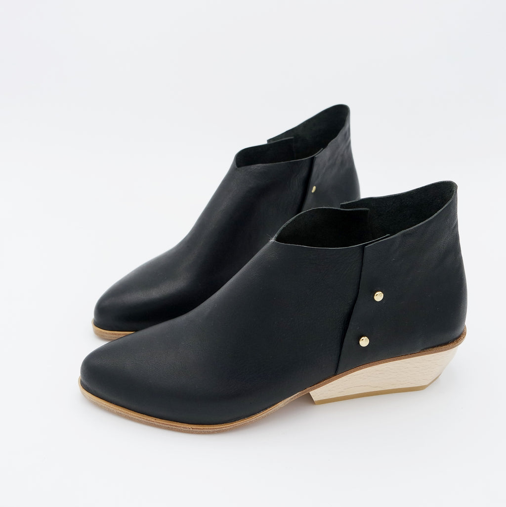READY MADE: SIZE 40. The Danthu. Brasil Nero. 4cm Wedge.
