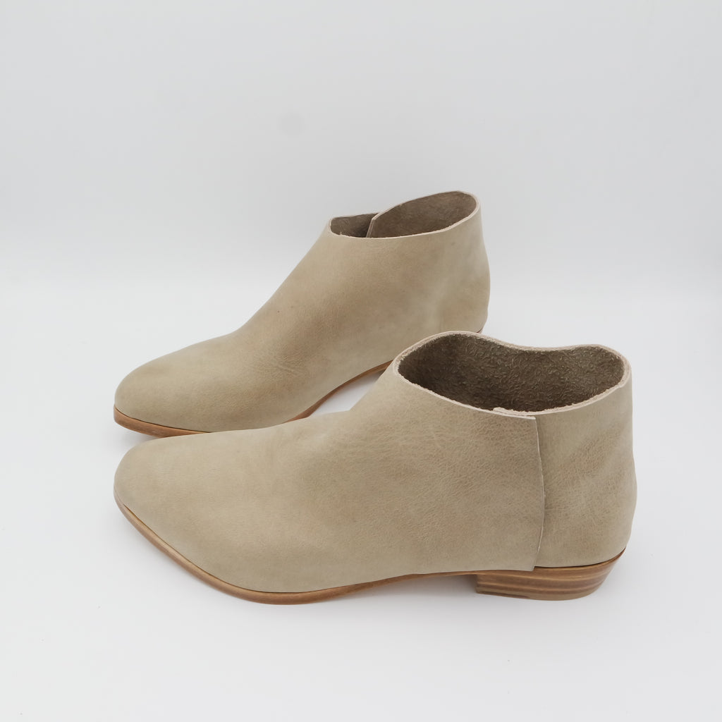 READY MADE: SIZE 39. WIDE LASTED. The Terilyn. Oregon Taupe. 2cm