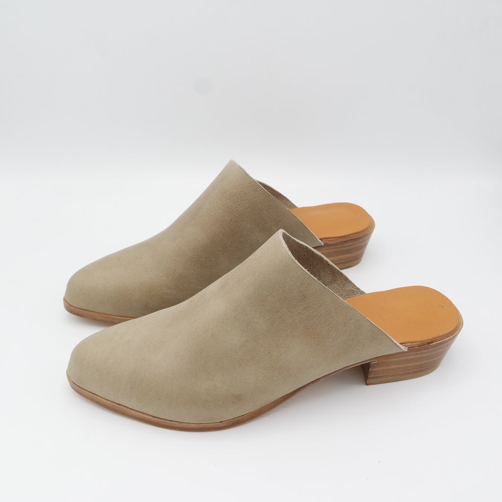 READY MADE: SIZE 38. The Liz. Oregon Taupe. 3cm