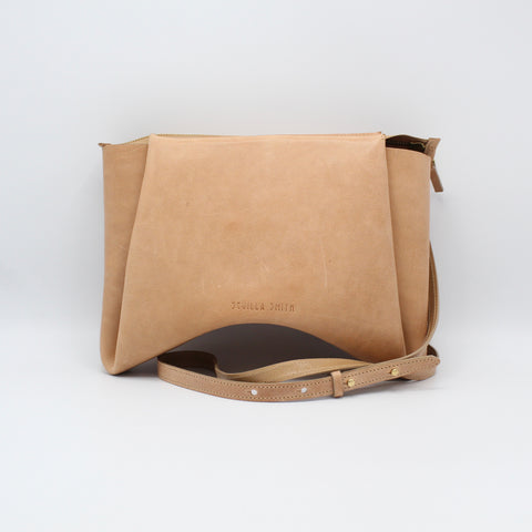 The Isa Bag. Malta Camello /Buff. Zipper/Strap. Stitched.