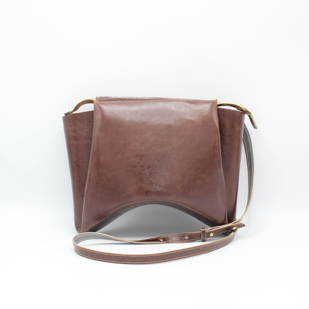 The Isa Bag. Walnut Gloveskin/Grey. Zipper/Strap.