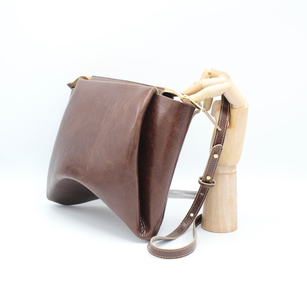 The Isa Bag. Walnut Gloveskin /Grey. Zipper/Strap.