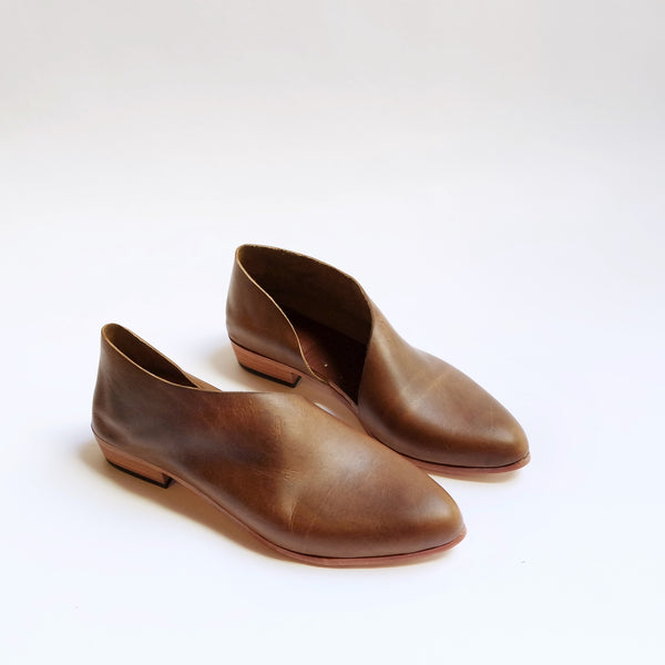 The Sandy. Waxy Antique Brown