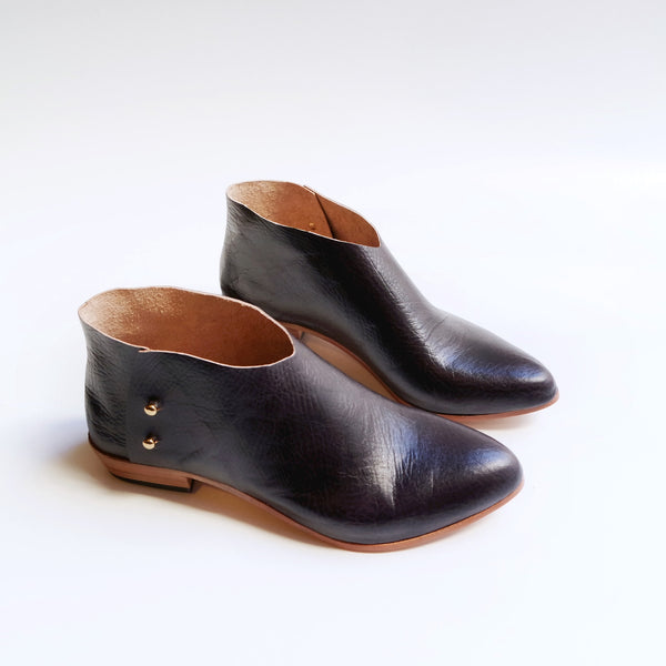The Karina. Textured Handcoloured Black Raisin 2cm.