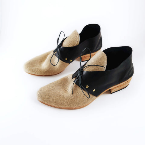 The Wendy. Pale Camel Hair on and Black. 3cm