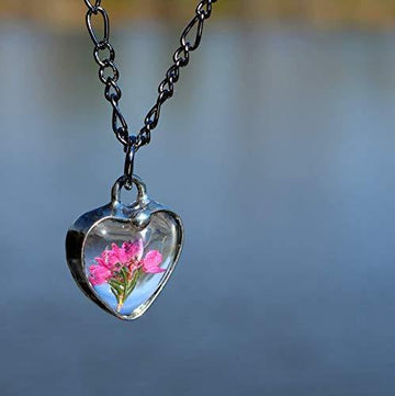 dainty_pressed_heather_heart_necklace