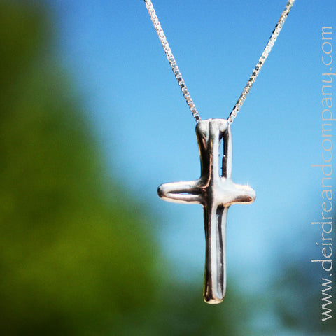 Cruz Sterling Silver Cross Necklace