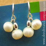 Big Pearl Too Earrings in White