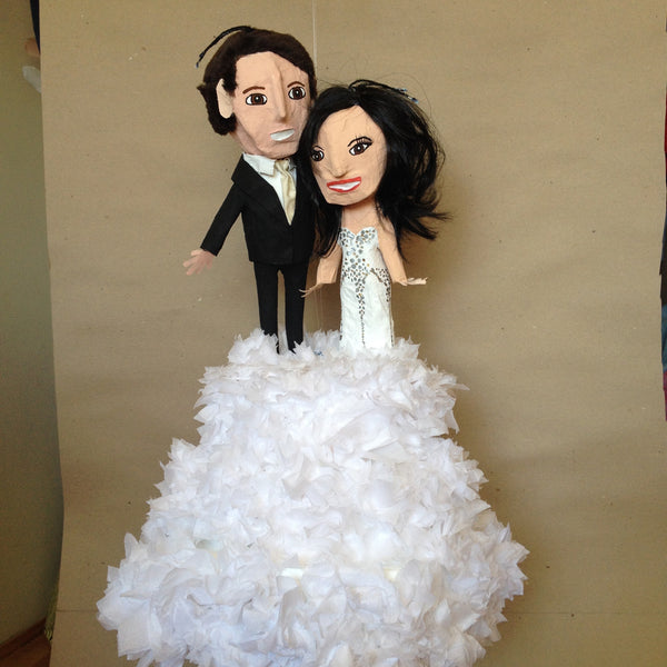 bride and groom wedding cake pinata