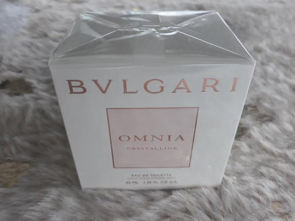 Bvlgari Omnia Crystalline EDT 40ml Spray - Created from the glowing clarity and purity of crystal, Omnia Crystalline is a luminous Eau de Toilette capturing the transparency of lotus flowers, the fruity freshness of nashi and the creaminess of balsa wood. Crystalline illuminates, reflects and reveals a woman's radiance, luminosity, gentle sensuality, and graceful femininity. Bvlgari Fragrance & perfume brought to you by LoveMy Makeup NZ